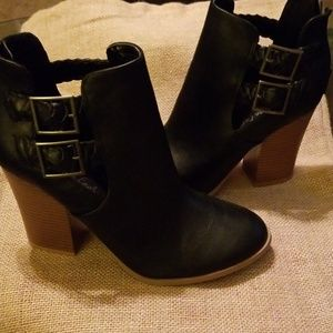 American Eagle black ankle boot